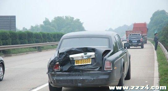 京野惠香_湘b88888劳斯莱斯在京珠高速被一客车追尾,可惜啊!